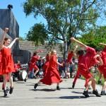 Studenten der Palucca Hochschule Dresden im Rahmen der traditionellen Palucca-Tanzwoche vor dem Homunkulus; 2016